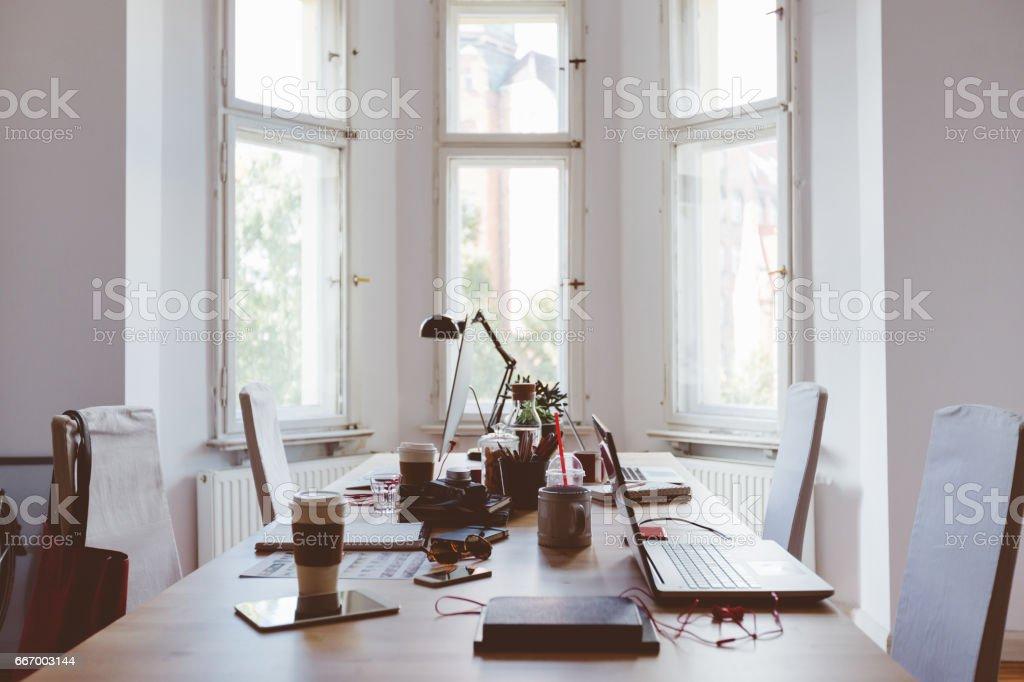 Mesa de arranque coworking oficina de negocios - foto de stock