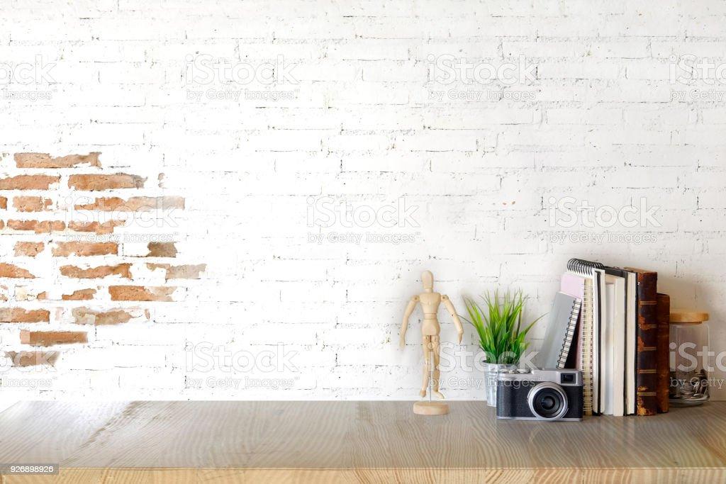 Bureau vintage en formica blanc cassé design market