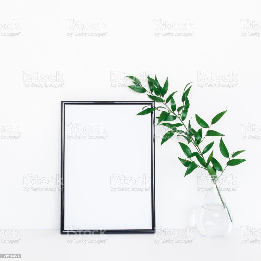 Schreibtisch Mit Fotorahmen Grüne Blätter Vorderansicht Mockup Stock ...
