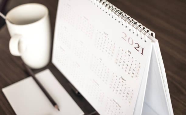 bureaublad kalender 2021 - calendar stockfoto's en -beelden