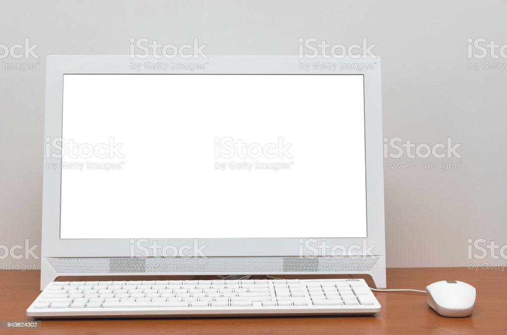 Ordinateur de bureau pc avec écran blanc isolé sur fond de tableau