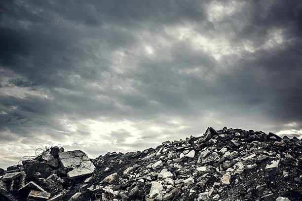礎石荒涼としたコンクリートがなさ過ぎる - 遺跡 ストックフォトと画像