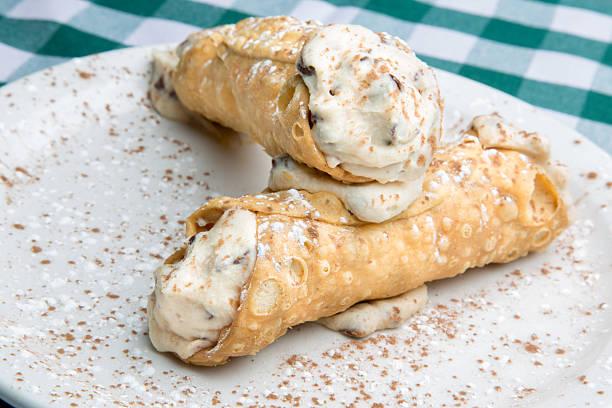 dessert-cannoli - cannoli stock-fotos und bilder