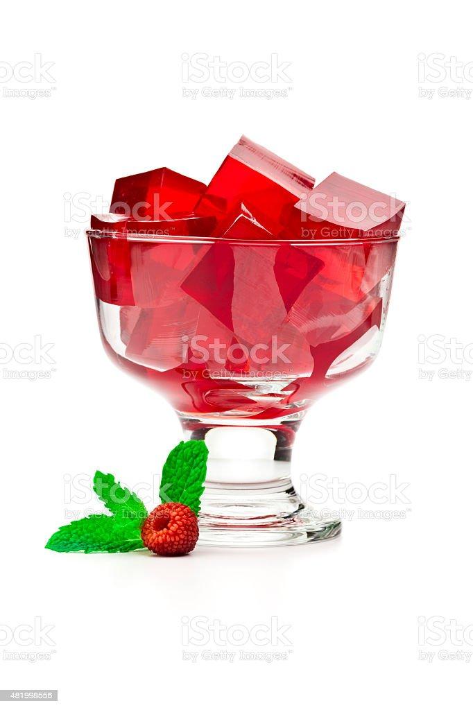 Dessert cup mit roten Gelatine Würfel. – Foto