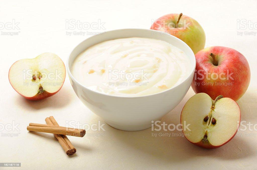 dessert of appelpudding with cinnamon - Royalty-free Afvallen Stockfoto