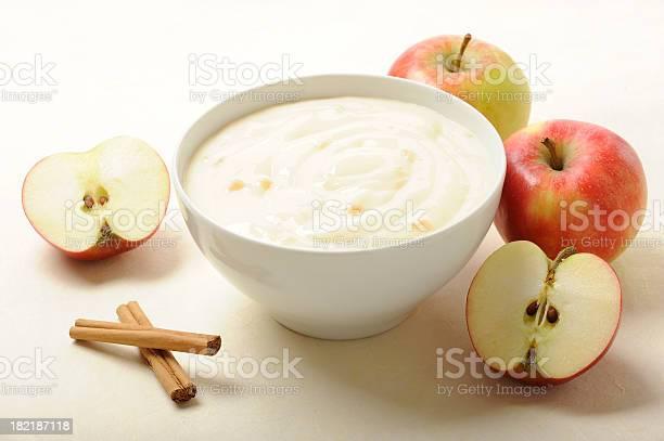 Dessert Of Appelpudding With Cinnamon Stockfoto en meer beelden van Afvallen