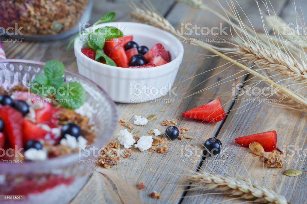Dessert with fresh berries, cottage  cheese, granola and berries jam ロイヤリティフリーストックフォト