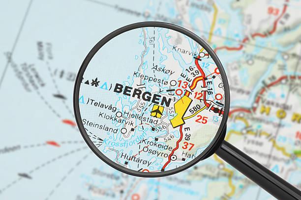Reiseziel-Bergen (mit Lupe) – Foto