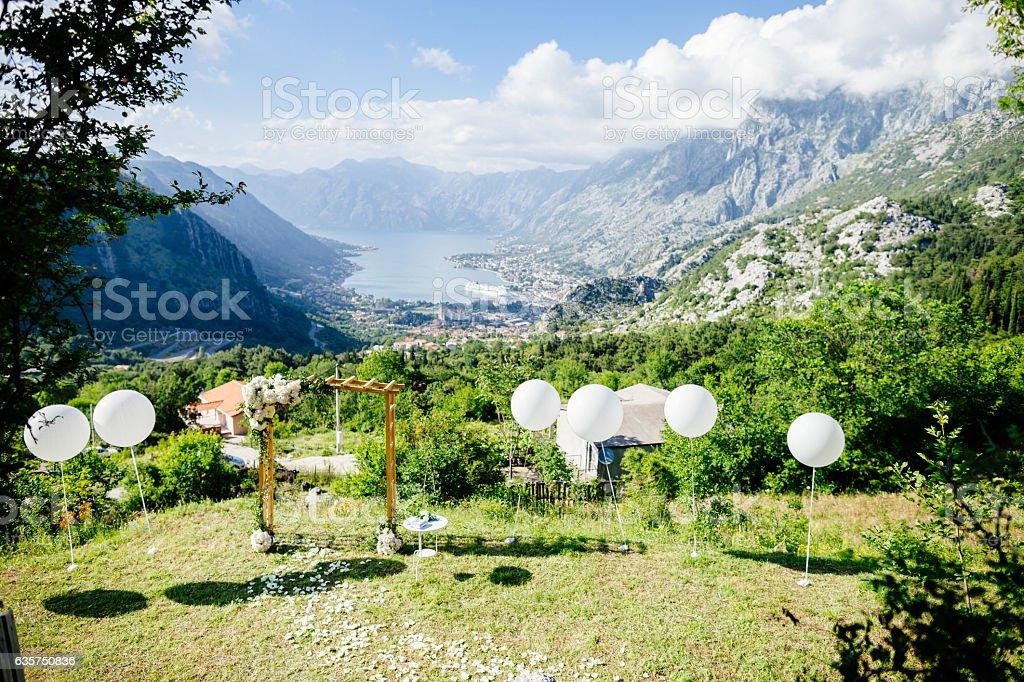 Hochzeit Bogen mit Dekoration – Foto