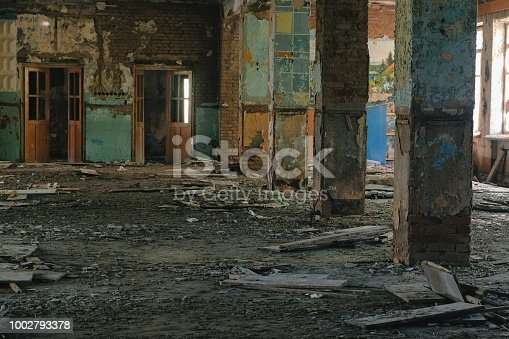 istock Destroyed big building after the disaster earthquake, flood, fire. 1002793378