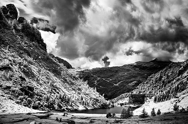 destroyed dam of Gleno in infrared long exposure foto