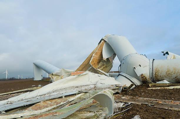 Destroyed wind turbine after a storm – Foto
