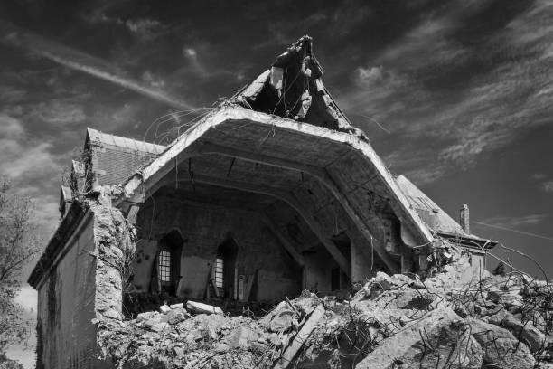 zerstörte gebäude - crumble deutsch stock-fotos und bilder