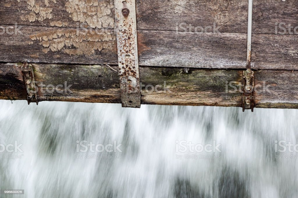 detail at small Wooden dam on a mountain river . - foto stock