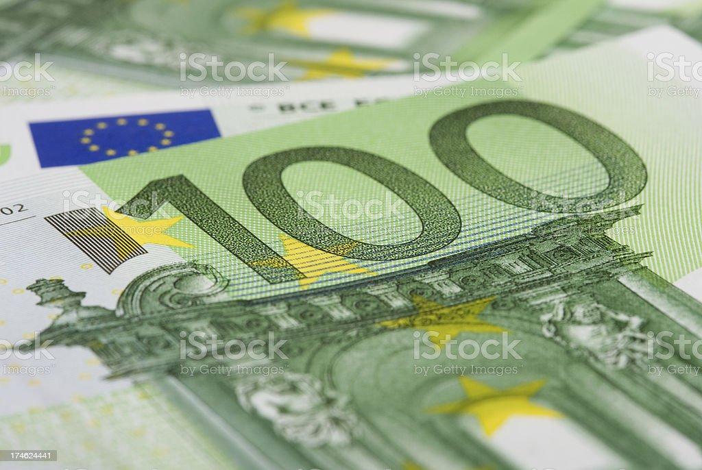 Detail von 100 Euro zahlen. – Foto