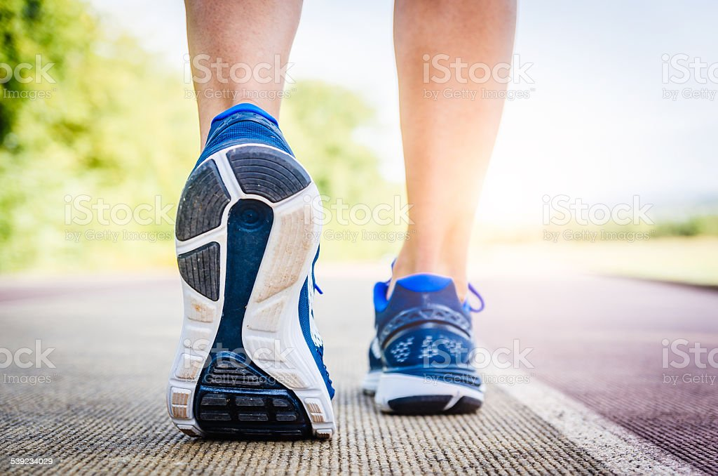 Detalle de un atleta zapato mientras s'agitaba foto de stock libre de derechos