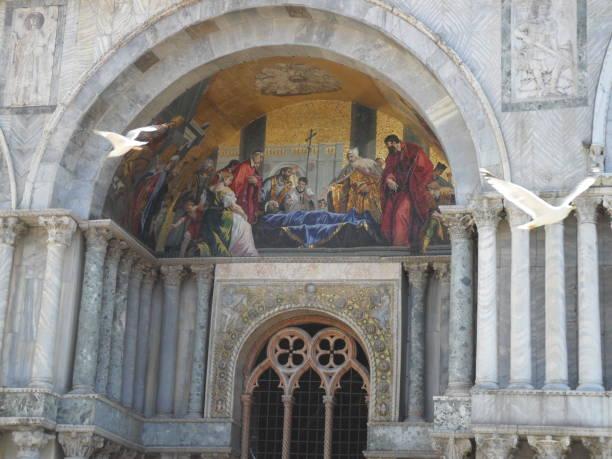 detalle de la basílica de san marco - lunes de pascua fotografías e imágenes de stock