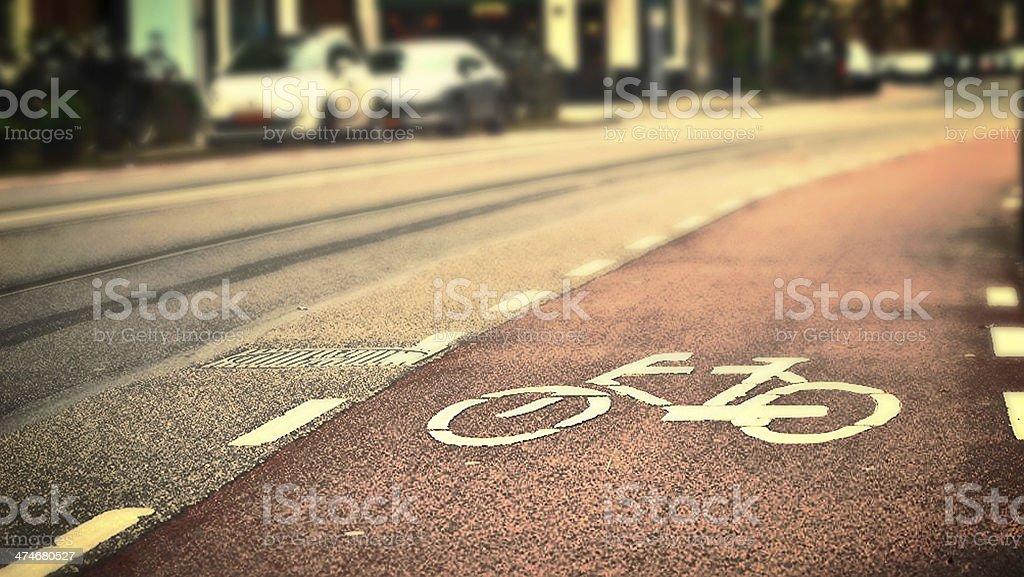 Detalhe de bicicleta lane com uma bicicleta símbolo à luz do dia - foto de acervo
