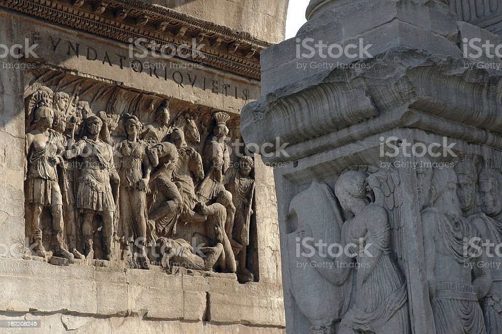 Detalhe do Arco de Constantino - foto de acervo