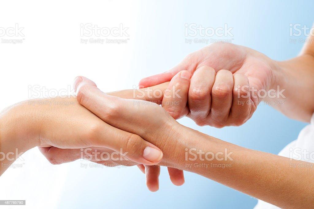 Detail der heilenden Handmassage. – Foto