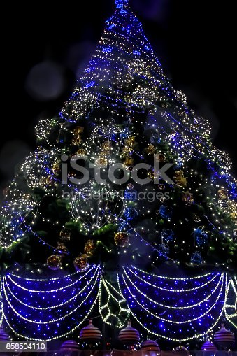 istock Detail of decorated christmas tree with xmas lights 858504110