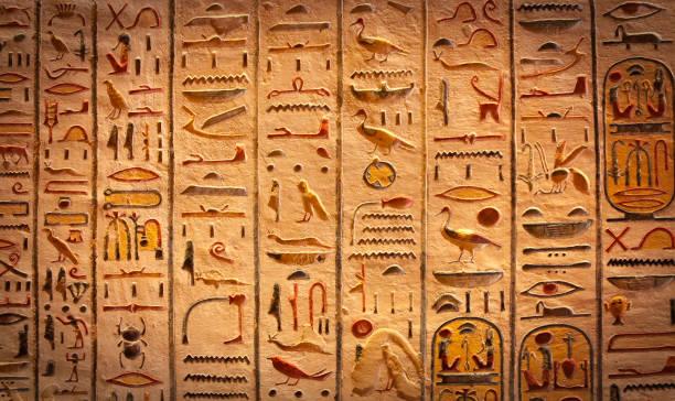 detalj av egyptiska hieroglyfer i luxor - egyptisk kultur bildbanksfoton och bilder