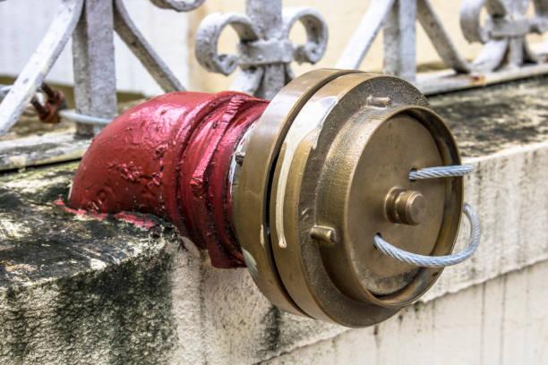 detail of fire hydrant in sao paulo brazil - tap water zdjęcia i obrazy z banku zdjęć