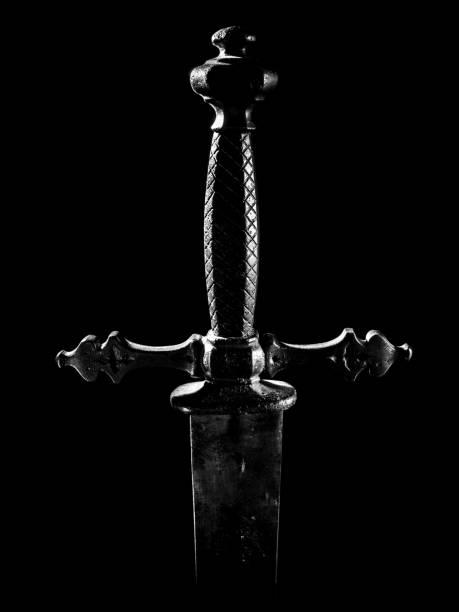 中世紀劍把柄和衛兵的細節以黑色背景 - sword 個照片及圖片檔