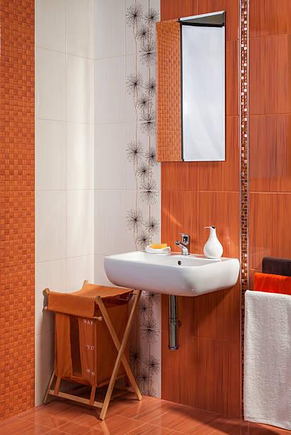 detail der modernen badezimmer interieur in orange - badezimmer new york style stock-fotos und bilder