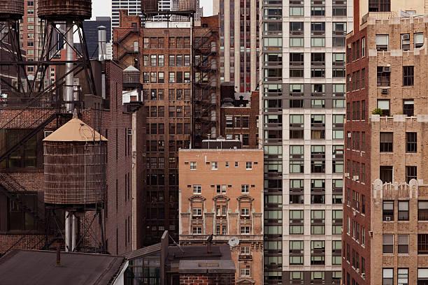 detail des alten backstein-gebäude in new york city - altbau stock-fotos und bilder