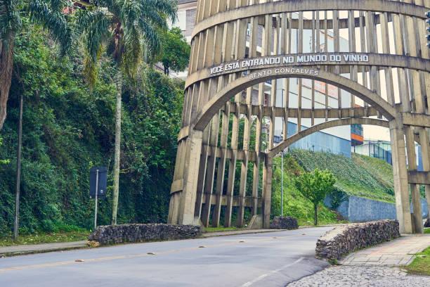 Detail der Pipa Portikus am Haupteingang der Stadt von Bento Gonçalves, Rio Grande do Sul. – Foto
