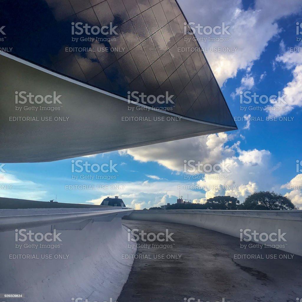 Detail der Ausfahrt das Museum Oscar Niemeyer in Curitiba – Foto