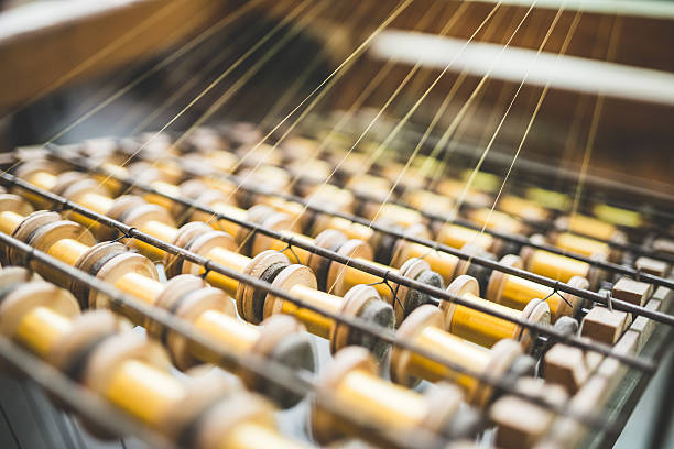 szczegół tradycyjnych krosno urządzenie stosowane w produkcji włókienniczych ozdobami - przemysł włókienniczy zdjęcia i obrazy z banku zdjęć