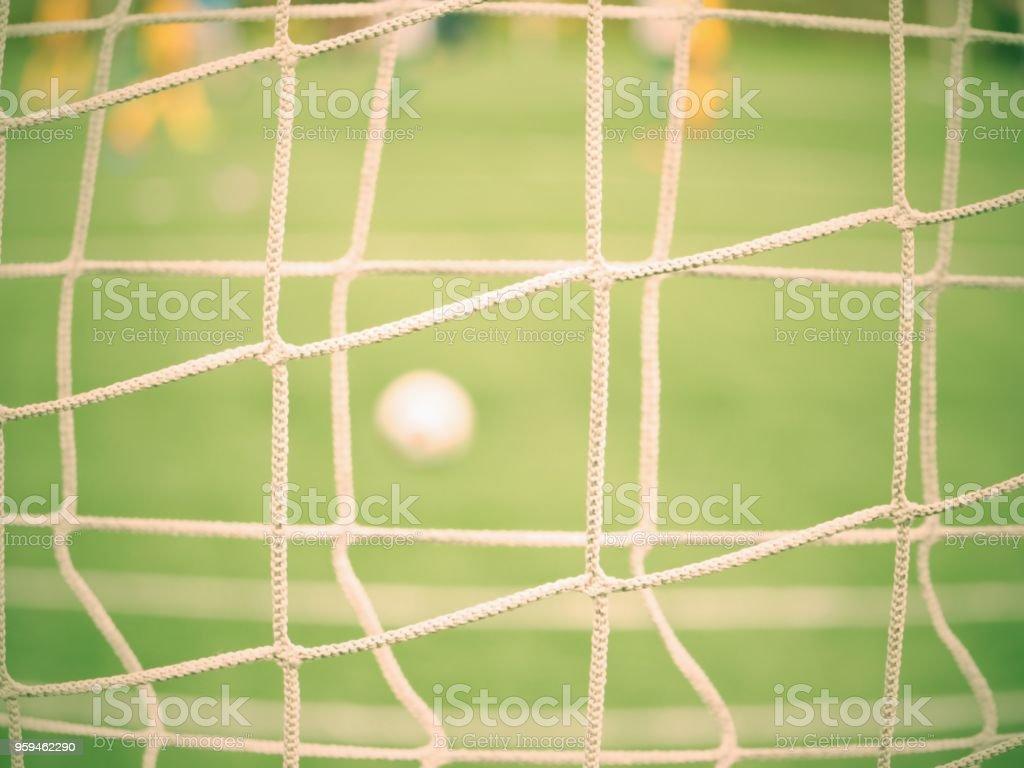 Detail Auf Einem Fussballnetz Und Ball Wartet Auf Rasen