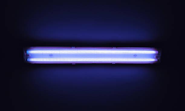 detailansicht der eine neonlicht u-bahn an einer wand. - fluoreszierend stock-fotos und bilder