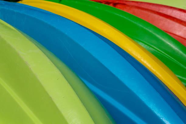 Bekleyen renkli kanoların detay görünümü stok fotoğrafı