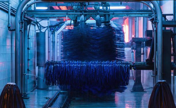 Detailansicht der Autowäsche, Wäschewasser, Automatische Autowäsche im Einsatz – Foto