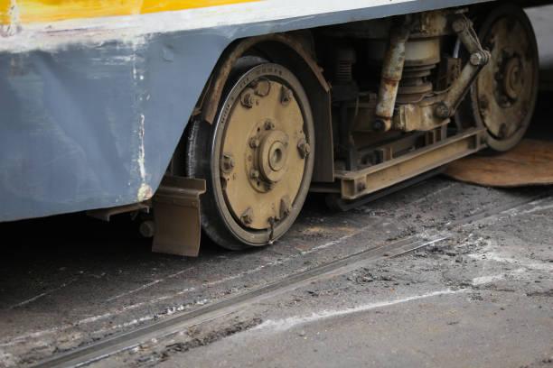 detaljer av ett urspårat spårvagn - derail bildbanksfoton och bilder