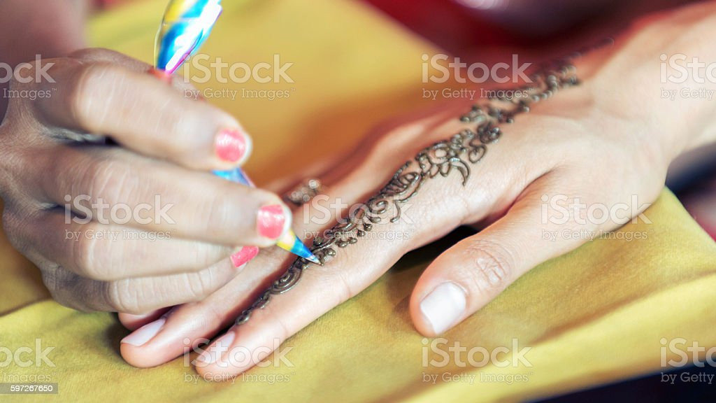 details of henna being applied to hand Lizenzfreies stock-foto