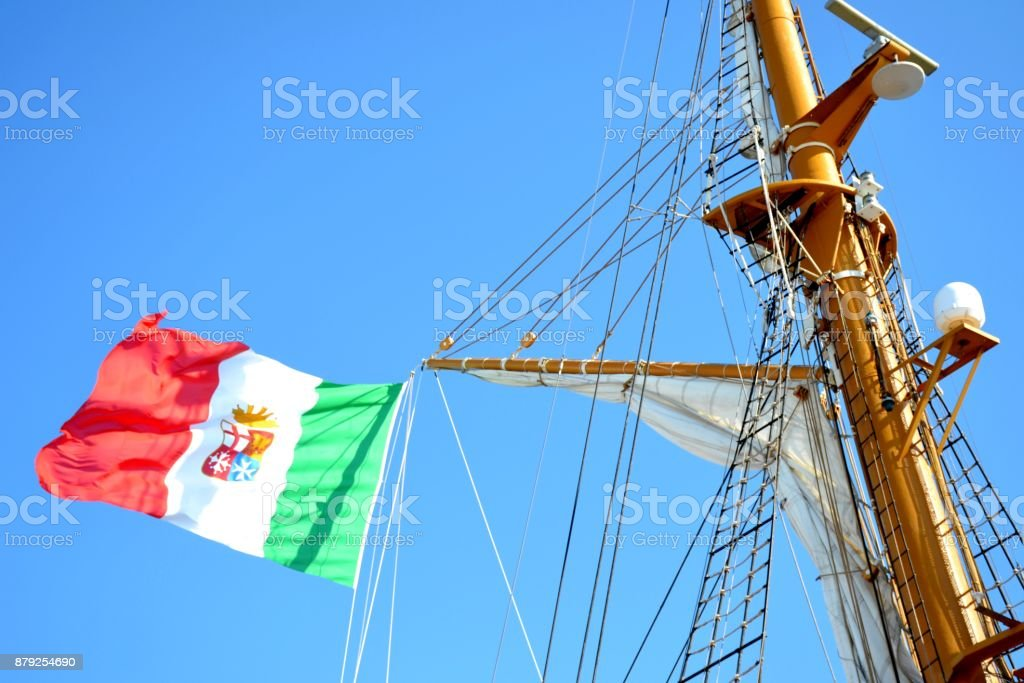 Details of outdoor exterior of an Italian ship with flag - foto stock