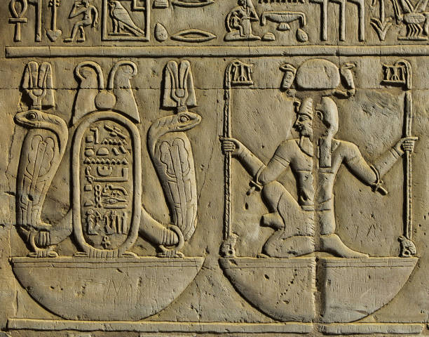 Detalle de relieve en templo egipcio - jeroglíficos stock photo