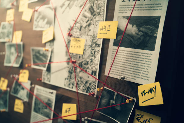 Detective board with photos of suspected criminals, crime scenes and evidence with red threads Detective board with photos of suspected criminals, crime scenes and evidence with red threads, selective focus, retro toned crime stock pictures, royalty-free photos & images