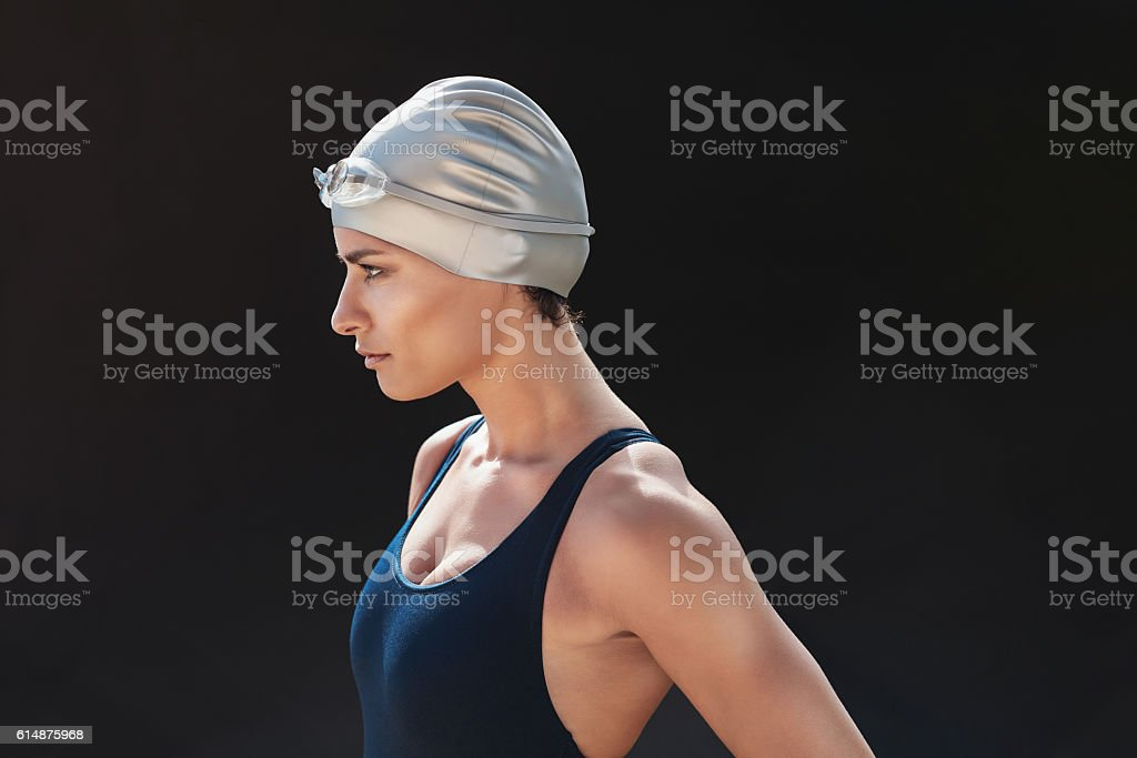 Determined young female swimmer – Foto