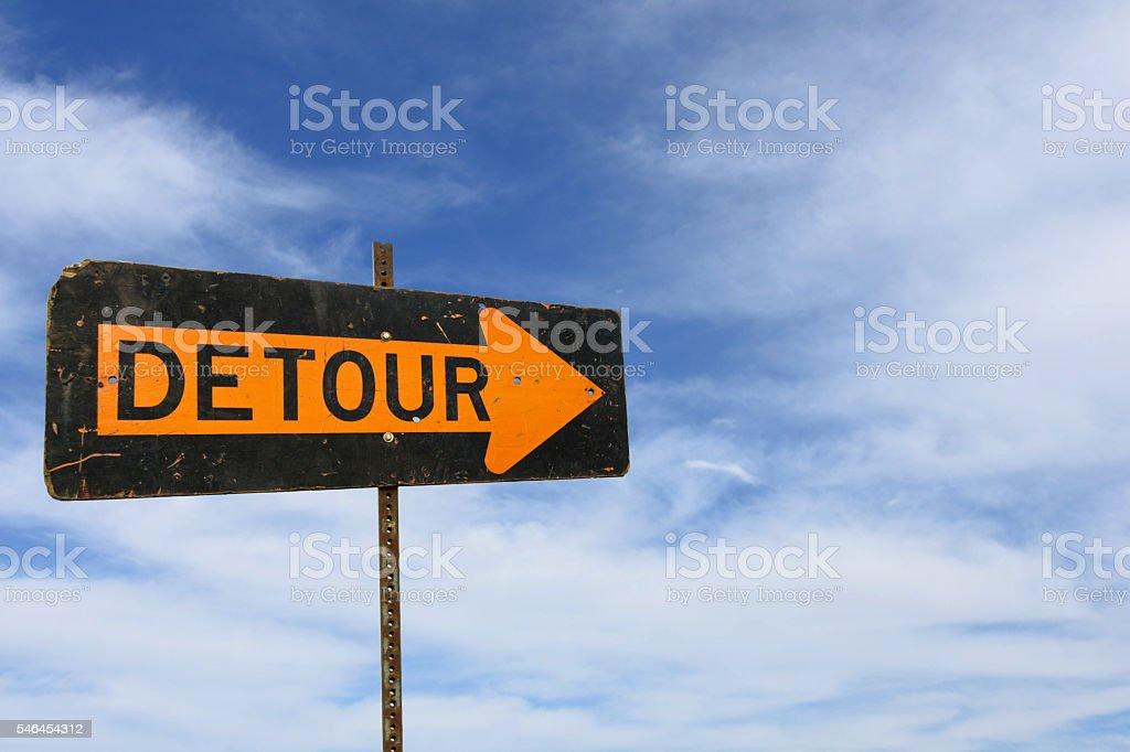 detour street sign on sky background - foto de acervo