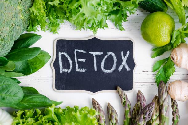 koncepcja detoksykacyjna z zielonymi warzywami - detoks zdjęcia i obrazy z banku zdjęć