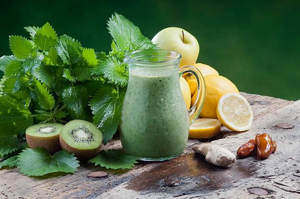 detox-drink für eine vegetarische Diät nettles schütteln – Foto