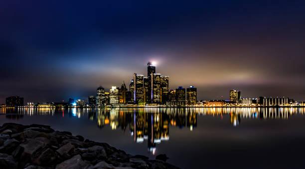 Detroit Skyline Reflection Detroit skyline detroit michigan stock pictures, royalty-free photos & images