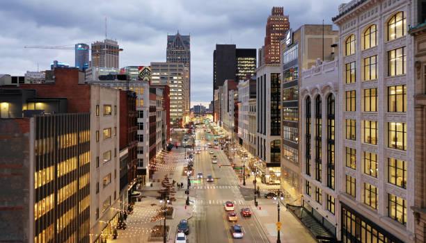детройт вудворд авеню - деловой центр города стоковые фото и изображения