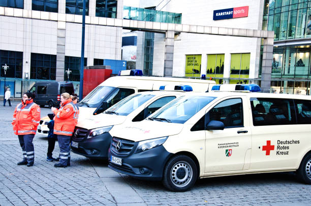 deutsches rotes cross: german first responders and paramedics (red cross) stand in front of ambulances parked outside a fire station in dortmund - germany - first responders zdjęcia i obrazy z banku zdjęć