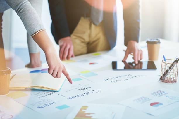 nuevo, desarrollar estrategias eficaces - zoom meeting fotografías e imágenes de stock